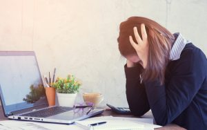 Te contamos qué es el acoso laboral, las consecuencias negativas tanto física como mentalmente y cómo hay que actuar frente al acoso laboral o mobbing